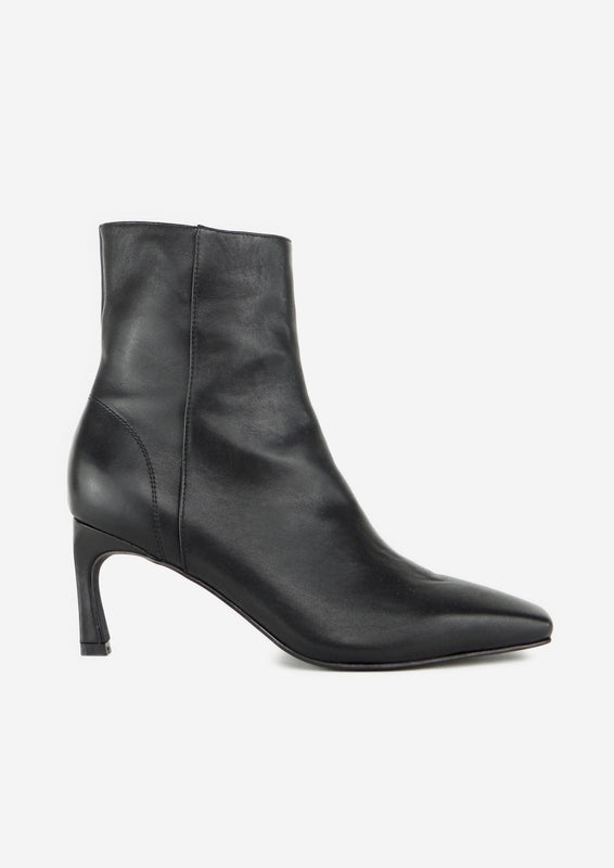 Aria Boot Black